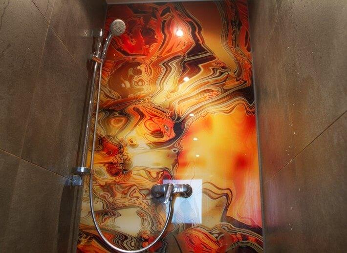 Duschrückwand aus Glas